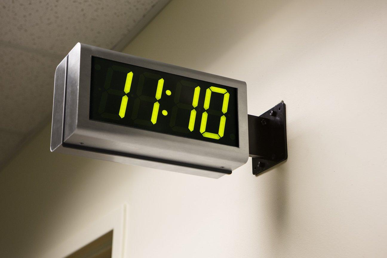 digitala klockor vägg